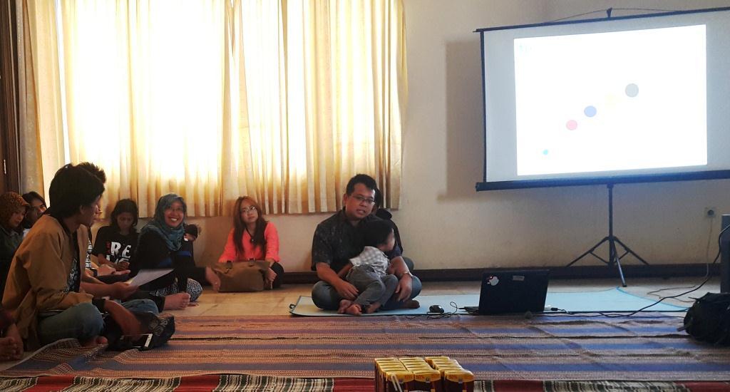 Cempluk Sebagai Pembicara Temu Blogger Surabaya