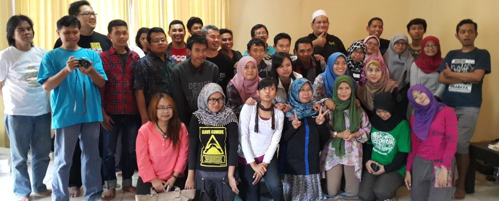 Foto Bersama Temu Blogger Surabaya