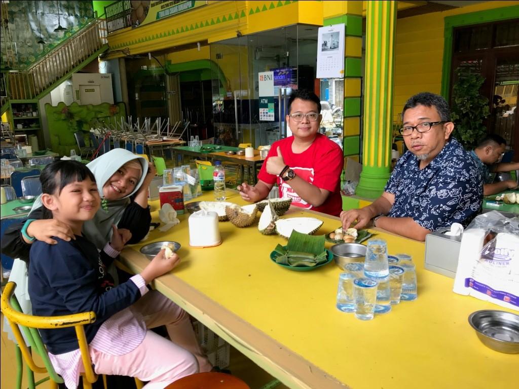 Mencicipi Ucok Durian (lagiii) pada hari Ketiga