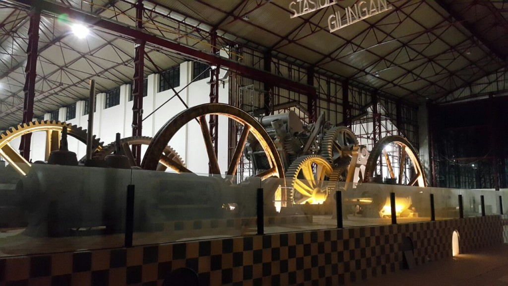 Inside De Tjolomadoe!
