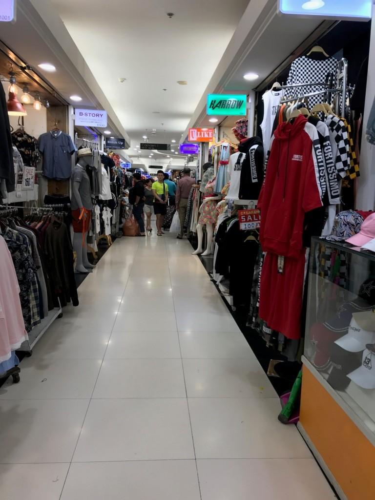Selasar kios @ Platinum Mall Bangkok