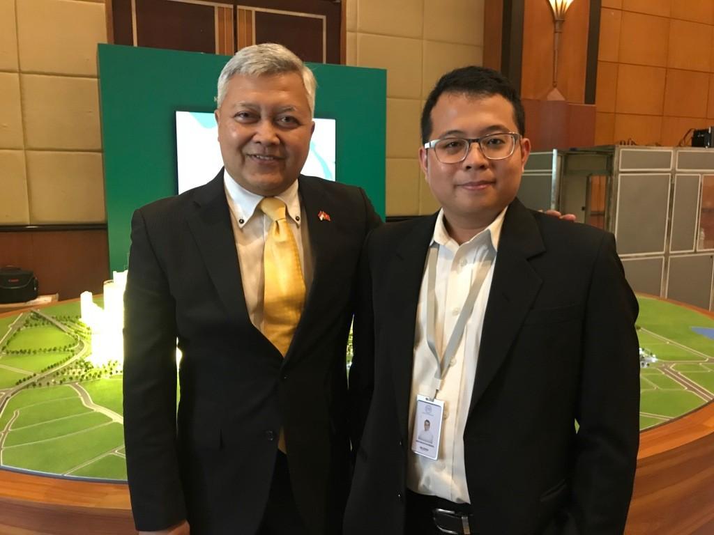 Cempluk bersama Duta Besar RI untuk Vietnam Ibnu Hadi