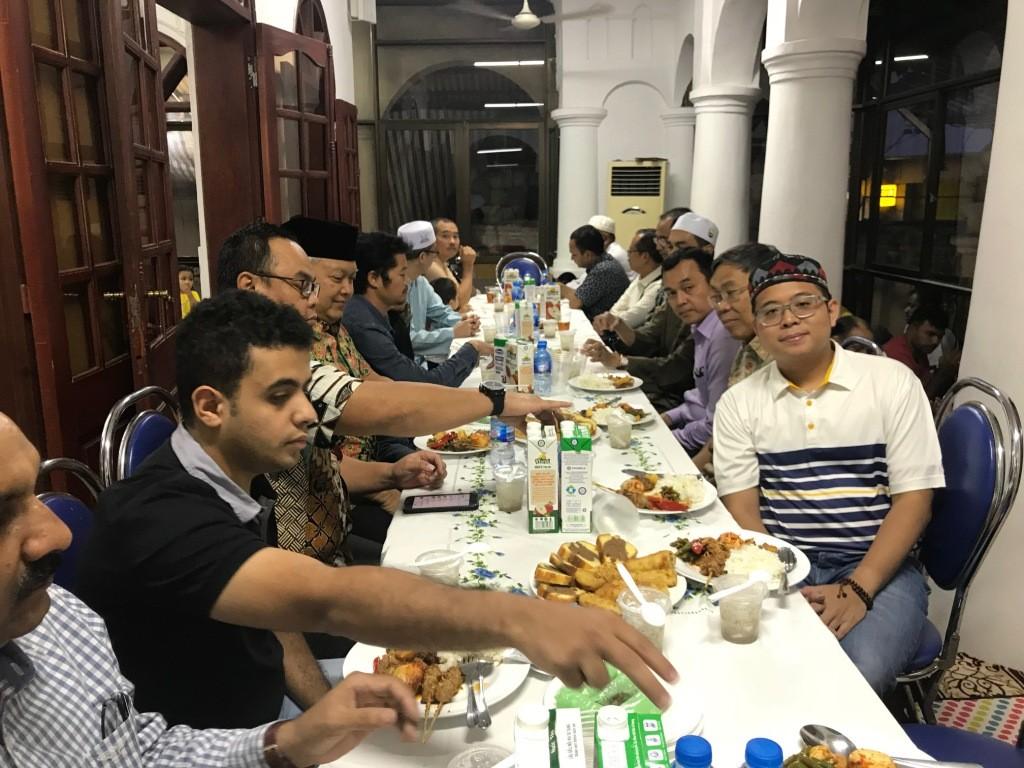 Buka Bersama di masjid Al Noor Hanoi